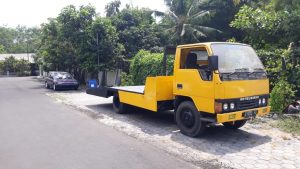 mobil towing truck